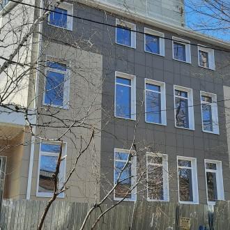 Вентилируемый фасад здания из керамогранита в Воронеже