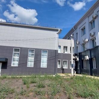 36. Вентилируемый фасад из керамогранита и композитных панелей