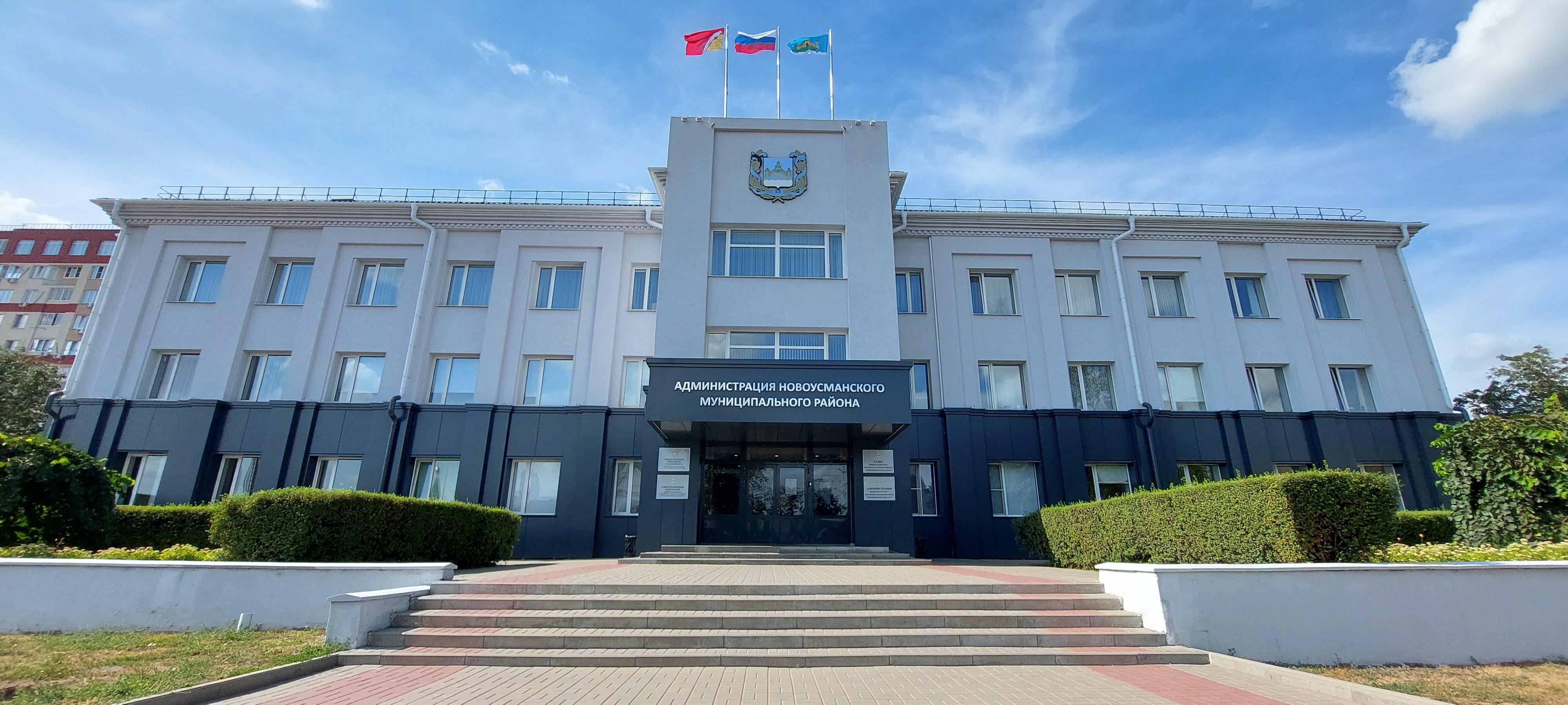 Монтаж вентилируемого фасада Администрации Новоусманского муниципального района Воронежской области.
